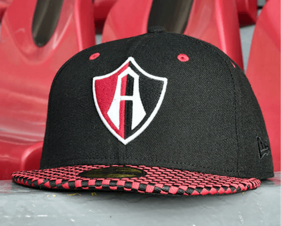 Gorras New Era 2017 de Club Atlas: cuadros rojos y negros.