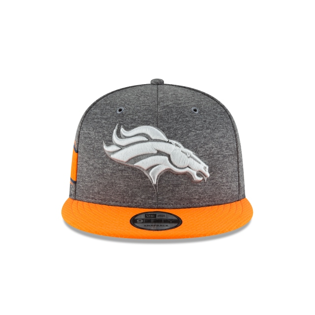 Denver Broncos NFL Sideline Defend 2018 Niño 9Fifty Snapback Vista frontal